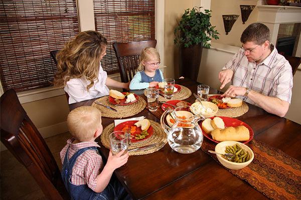 hijos-internet-pantalla-cena