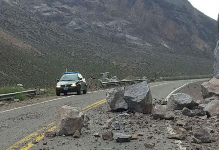 Se interrumpió el tránsito por desprendimientos en el paso fronterizo por Chile.