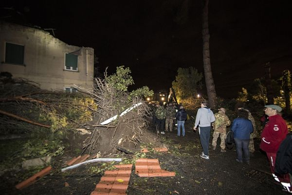 Cesano (Italy), 06/11/2016.- tornado