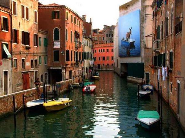 en gondola por venecia