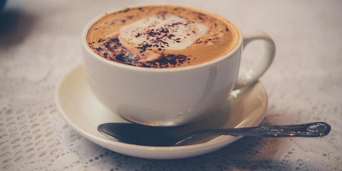 como hacer cafe con leche con espuma