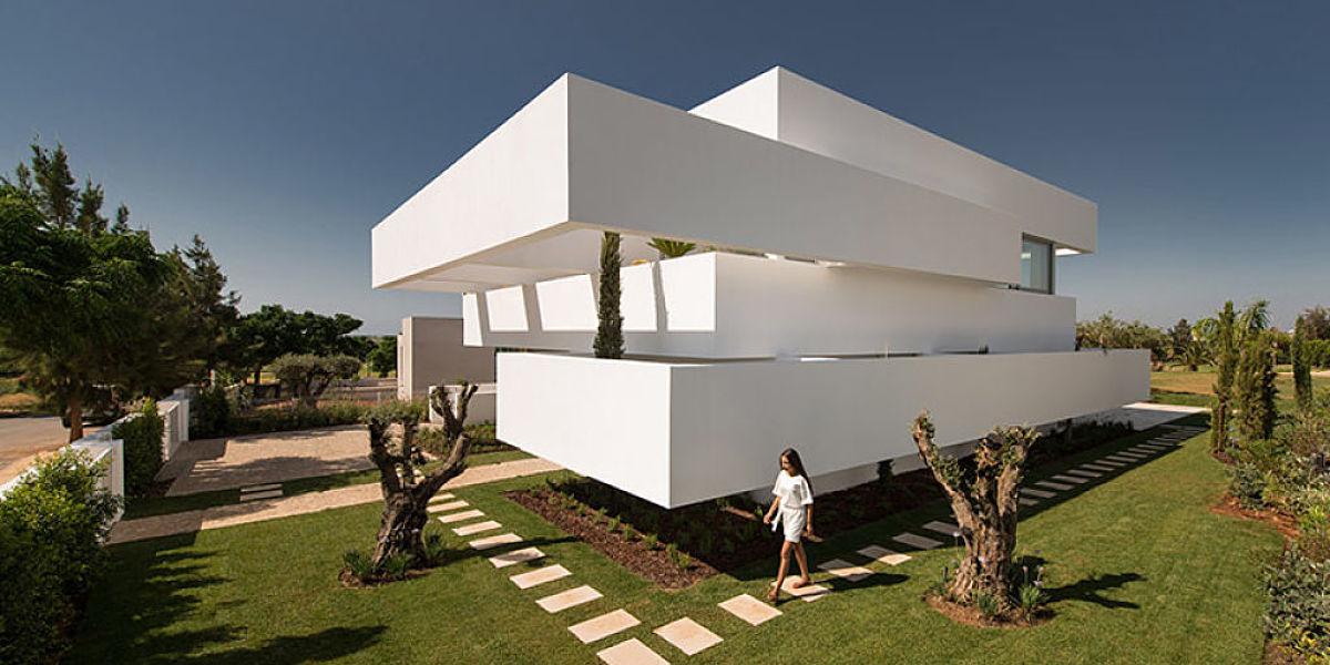 Conoc esta casa de terrazas y jardines modernos dentro de for Terrazas y jardines modernos