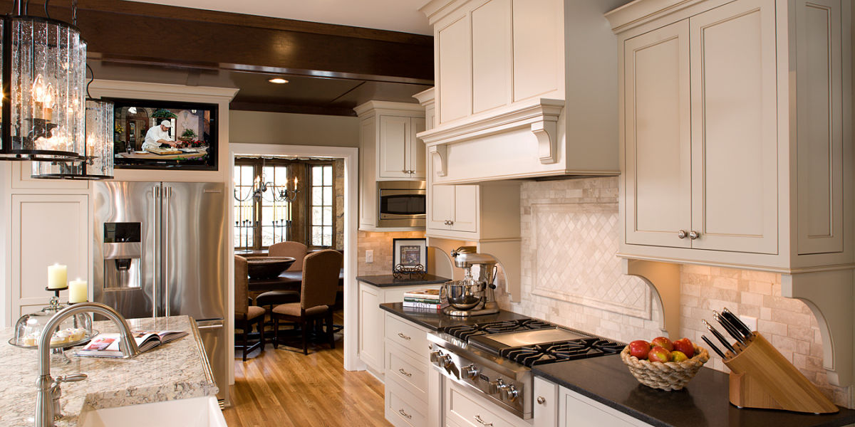 5 ideas y trucos para ubicar el televisor en la cocina