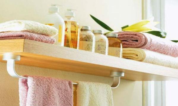 C mo decorar un ba o peque o 7 consejos a tener en cuenta for Accesorios para poner toallas en el bano