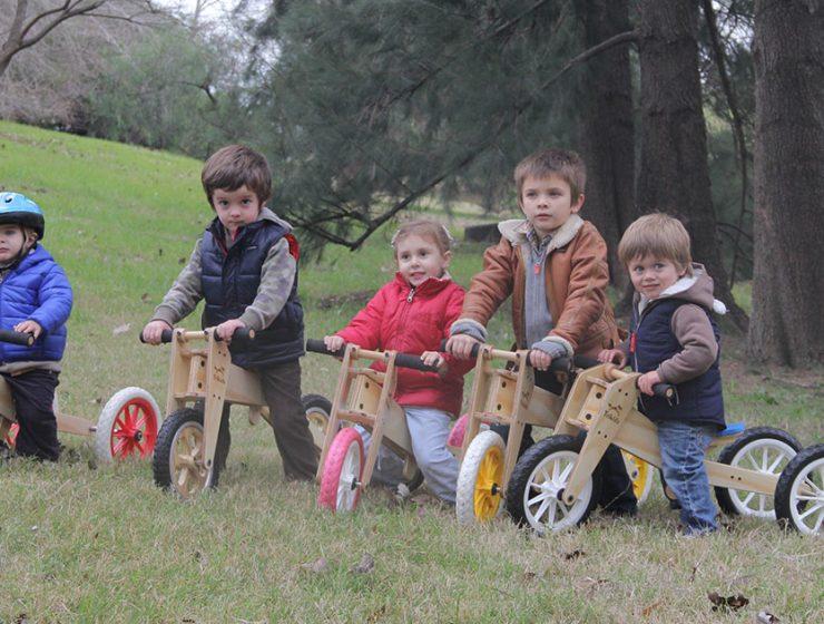trikids - niños en triciclos y bicicletas de aprendizaje