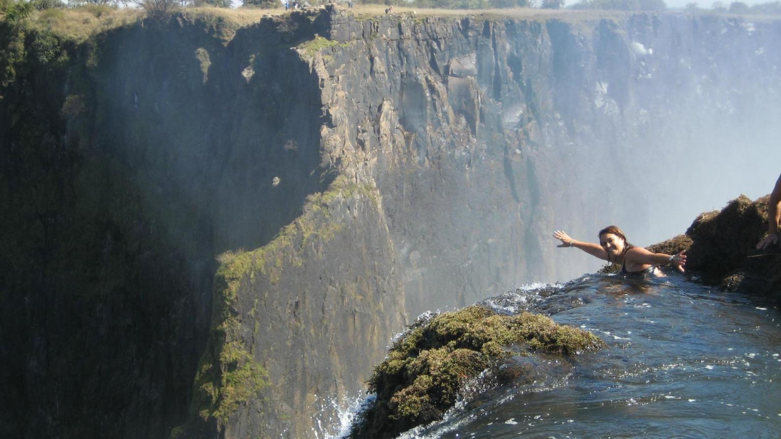 La piscina del diablo la pileta natural infinita m s for Piscina del diablo en zambia