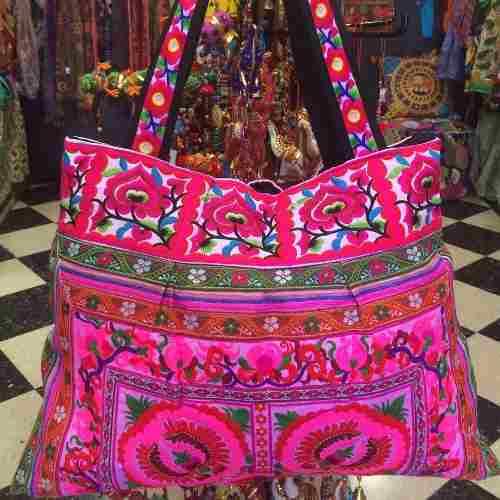 bolsos y carteras bordadas