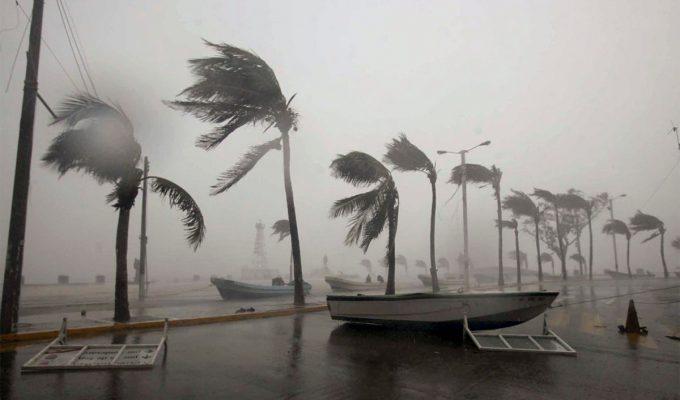 huracanes y terremotos
