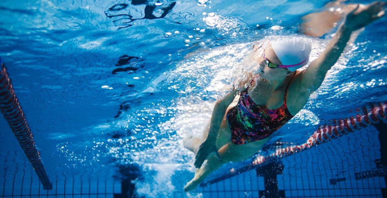 Nadar adelgazar los brazos