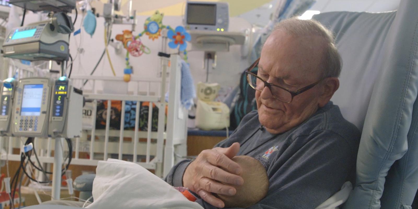 abuelo bebe prematuro