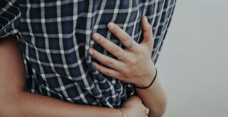 abrazos amor bajo estres
