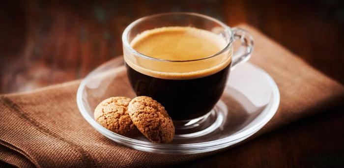 cafe con leche en cafetera