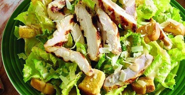 ensalada cesar con pollo