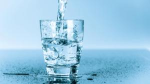 hidratarse con agua pura