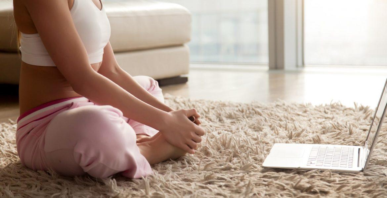 5 canales de Youtube en español para hacer yoga en casa – Buena Vibra 33cd412b056a