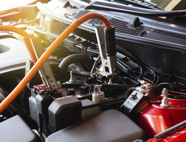 cómo cargar una batería de auto