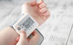 cómo tomar la presión con tensiómetro