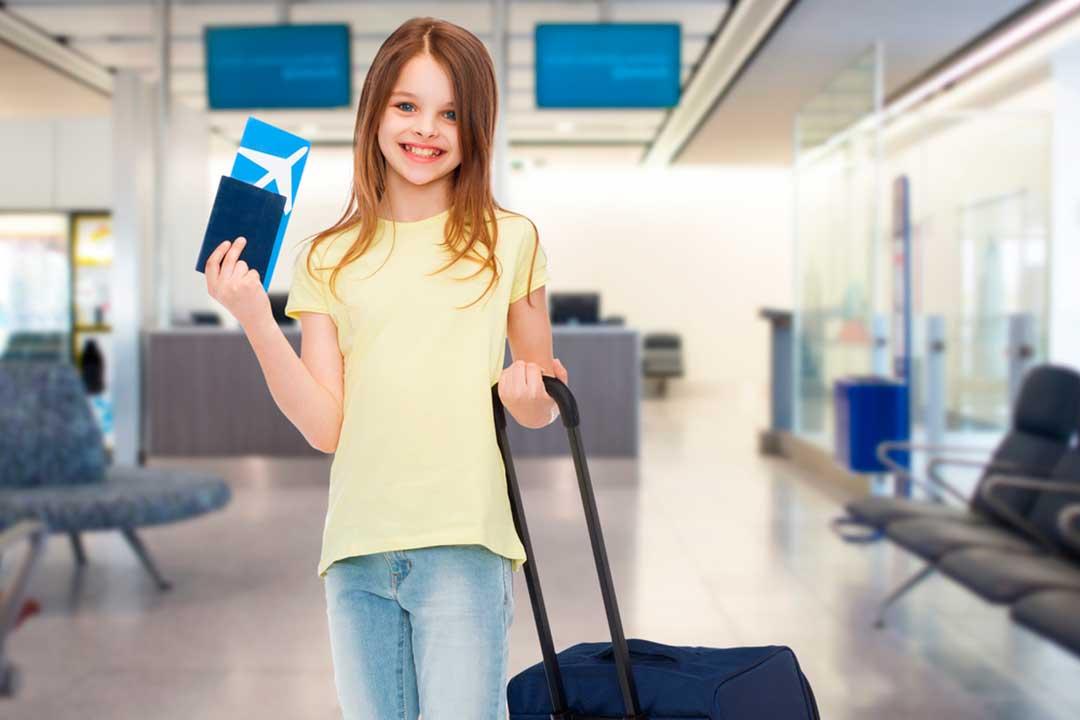 los niños pagan pasaje en avion