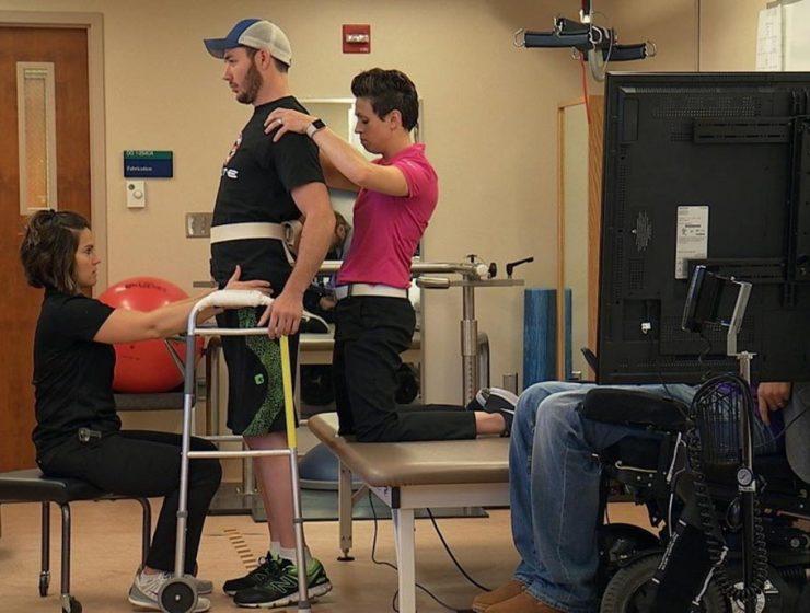 Personas parapléjicas vuelven a caminar