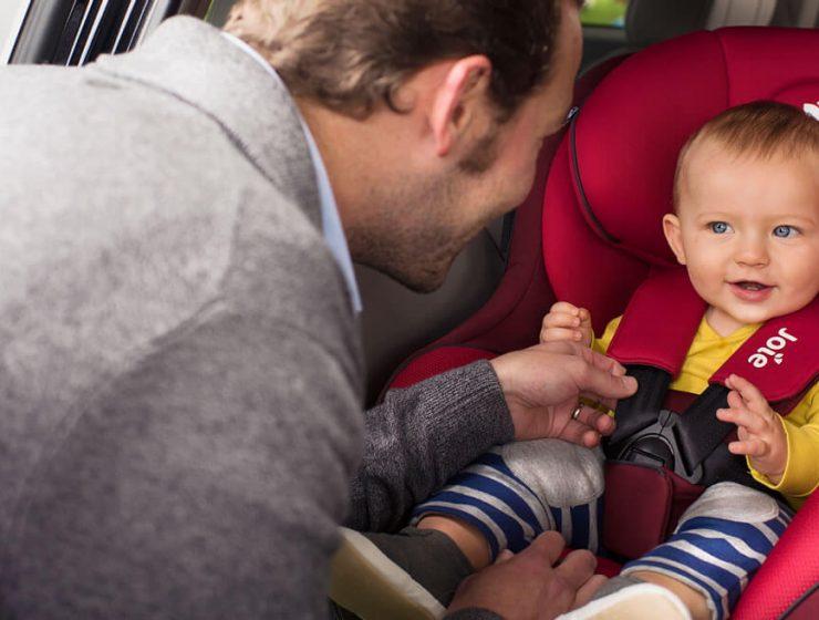 Cómo deben viajar los niños en el auto argentina