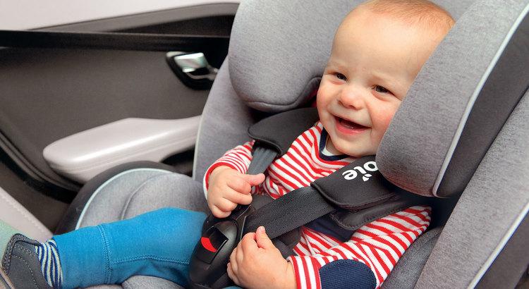 como se colocan las sillas de bebe en el auto