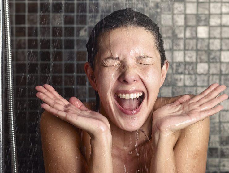 beneficios de bañarse con agua fría