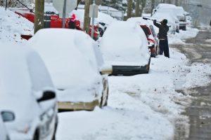 Rutas cortadas por la nieve en Nueva York