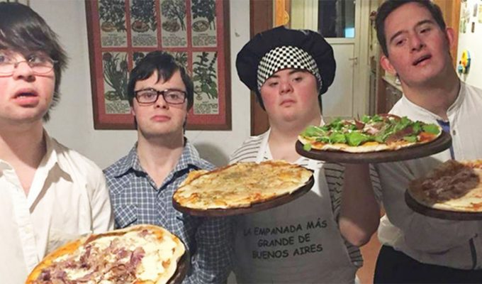 abren pizzeria chicos con sindrome de down
