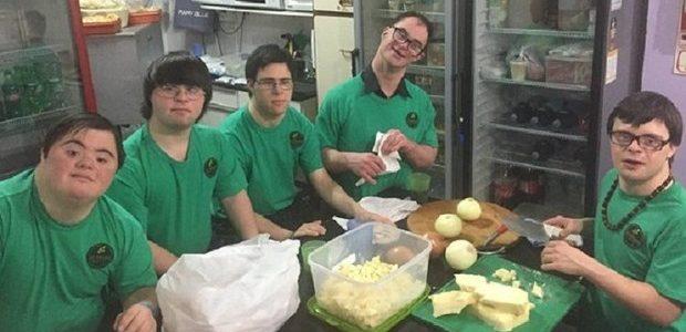amigos abren pizzeria